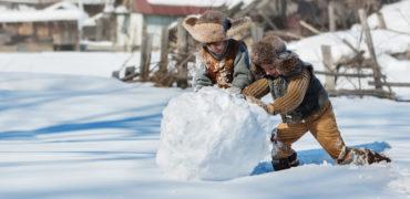 Експерти: Изкарвайте децата на студено